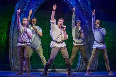 Stephen Webb - Wonderland UK Tour - Theatress Review