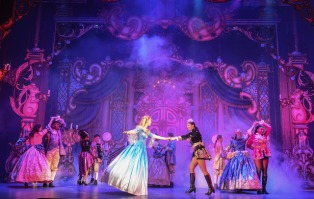 Cinderella - Panto - Belgrade Theatre Coventry - Theatress Review